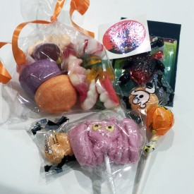 Détail des bonbons de la boîte surprise d'halloween