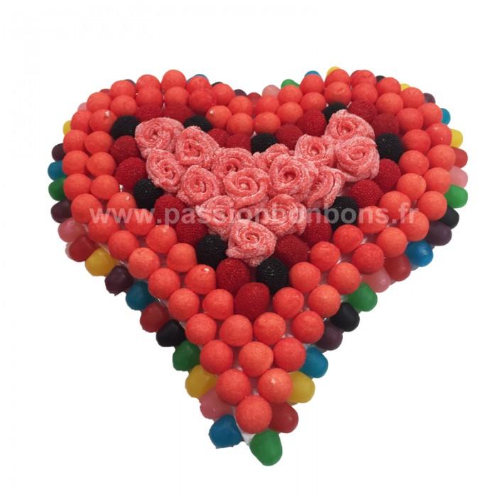 Coeur en bonbons avec boutons de roses