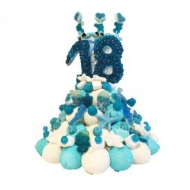 Gâteau d'anniversaire en bonbons avec le chiffre 18
