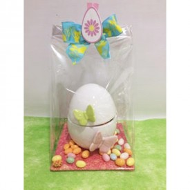 Oeuf en céramique garni de bonbons