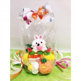 Gâteau de bonbons avec son petit sujet en guimauve de Pâques