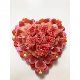 Coeur en bonbons avec des roses au centre