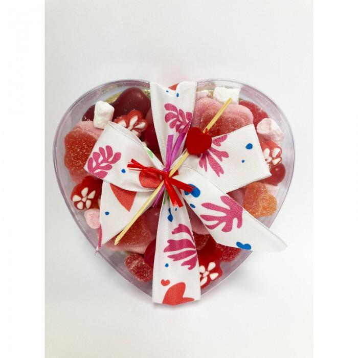 Boite en forme de coeur garnie de bonbons coeurs