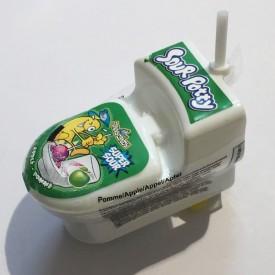Toilette avec sa sucette à tremper dans de la poudre acidulée